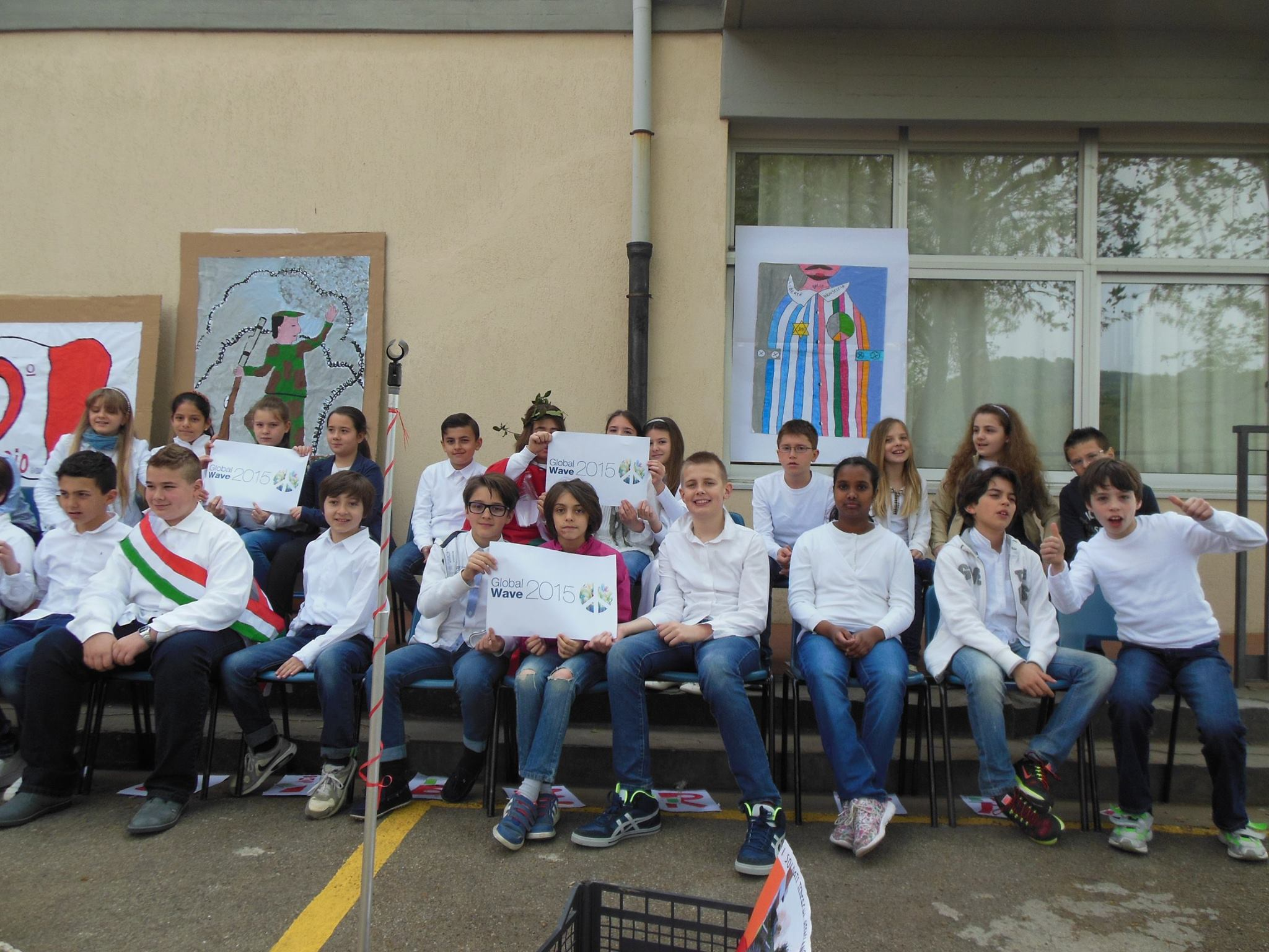 During the ceremonies for the 70th anniversary of Liberation Day, Italian Mayors and their communities took part in the Global Wave 2015 in the town of Bagno a Ripoli, near Florence. The two Mayors, senior and junior, are wearing the sash.