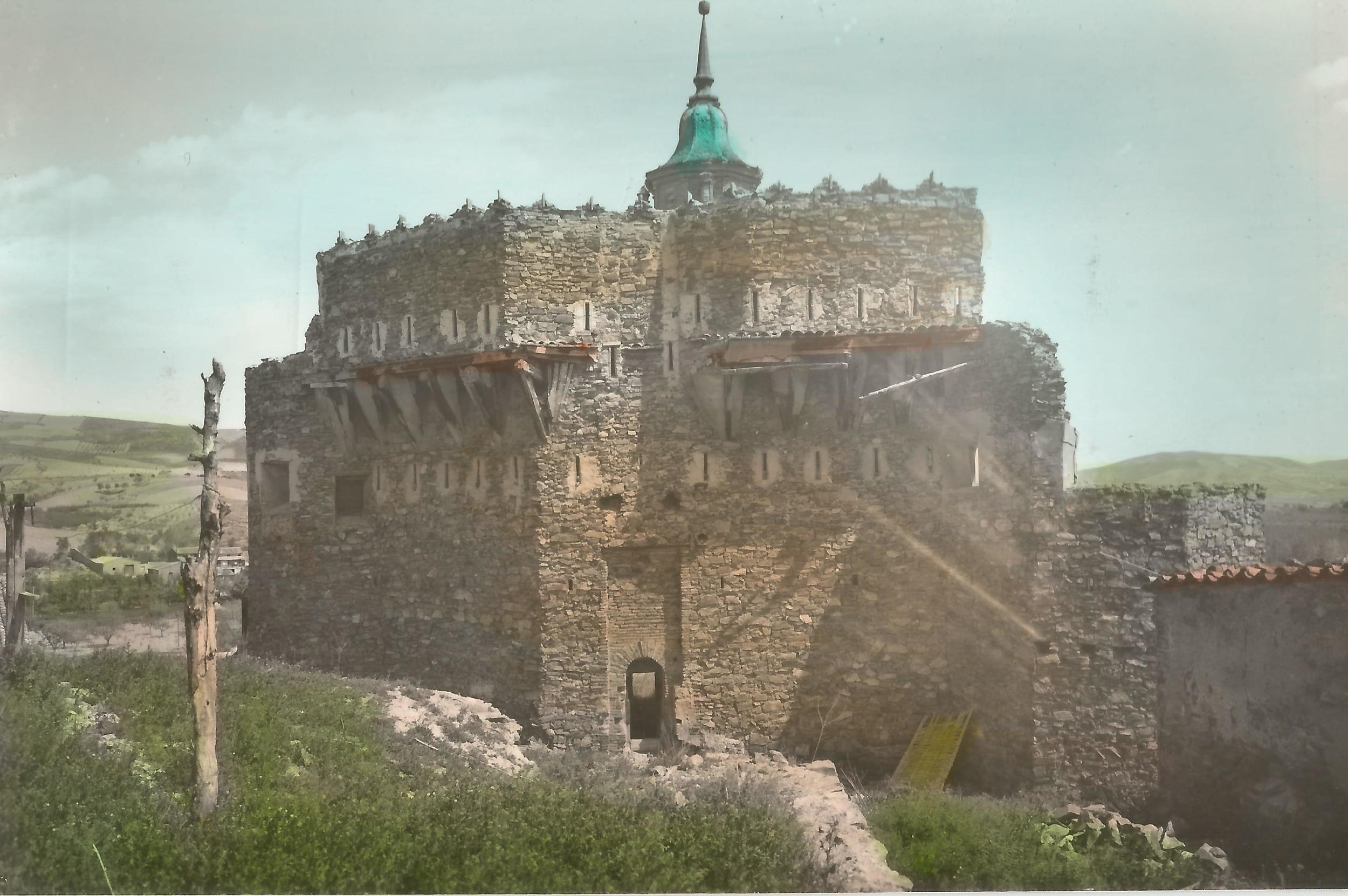 12 Castillo coloreada.jpg