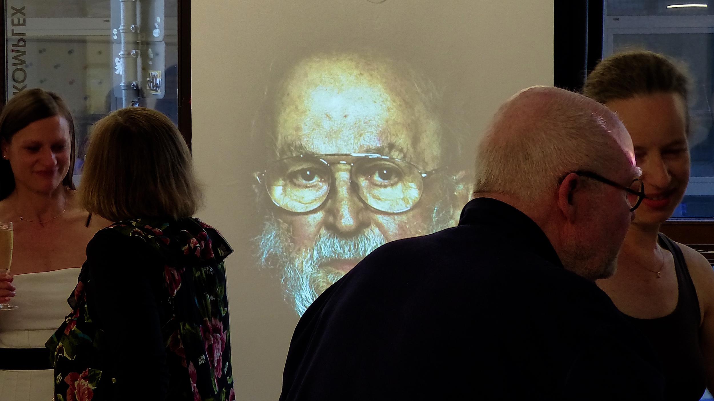 2015 - Video Installation mit Roger Green Malerei Galerie Kunstkomplex