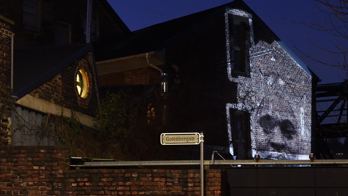 42xxx Kai Fobbe Regina Advento  Video Installation Gutenbergstr. Public Art