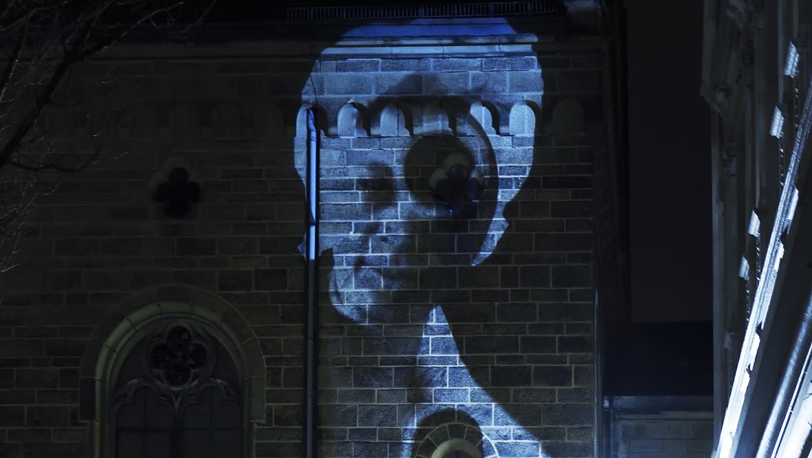 42xxx Kai Fobbe Regina Advento  Videoinstallation Luisenstr. b Public Art