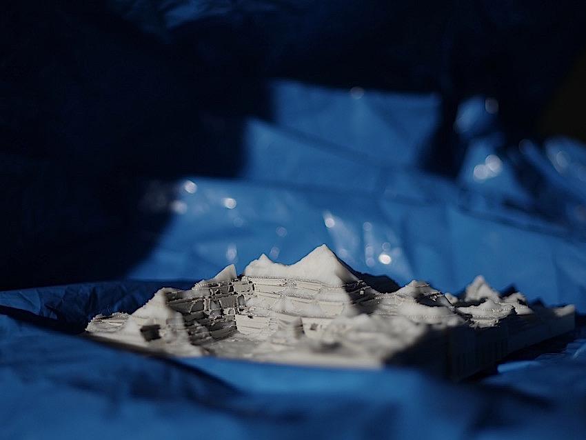 Model - 1 : 4.000 - SCULPTURE IN WATER