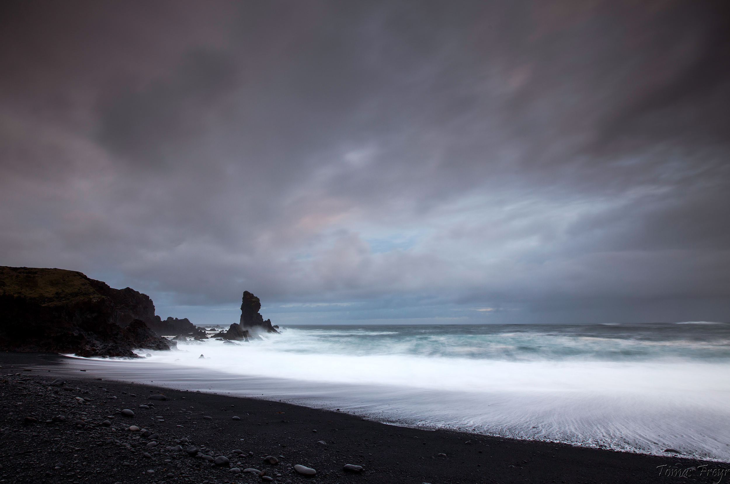 Djúpalónssandur black pebble beach in Snæfelljökull national park