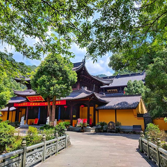 Temple at Wuxie National Park 🙏 . . . #temple #wuxie #china #nationalpark #earth_shotz #earthfocus #culture #traveldiaries #travelers #travelchina #chinatravel #buddha #forest #natgeoyourshot #roamtheplanet #ourplanetdaily #explore #explorer #natgeoyourshot #beautifulchina #beautifuldestinations