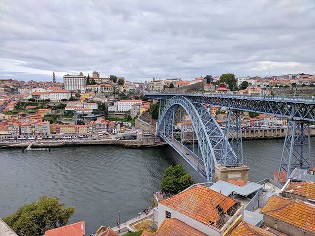 Porto views 😍 . . . . #porto #oporto #portugal #douro #bridge #oldtown #unesco