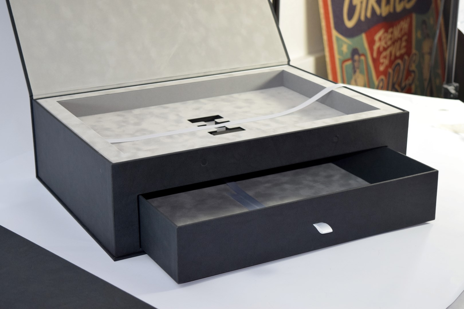 Magnetic Box with drawe