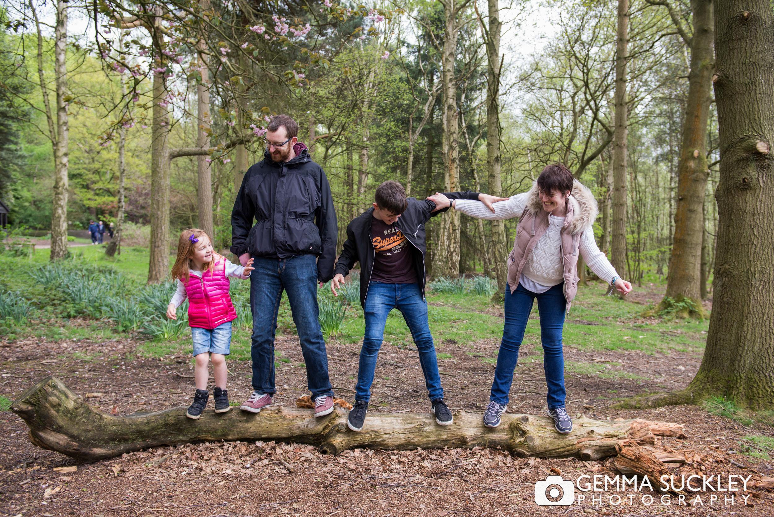 golden-acre-leeds-family-photo-shoot.jpg