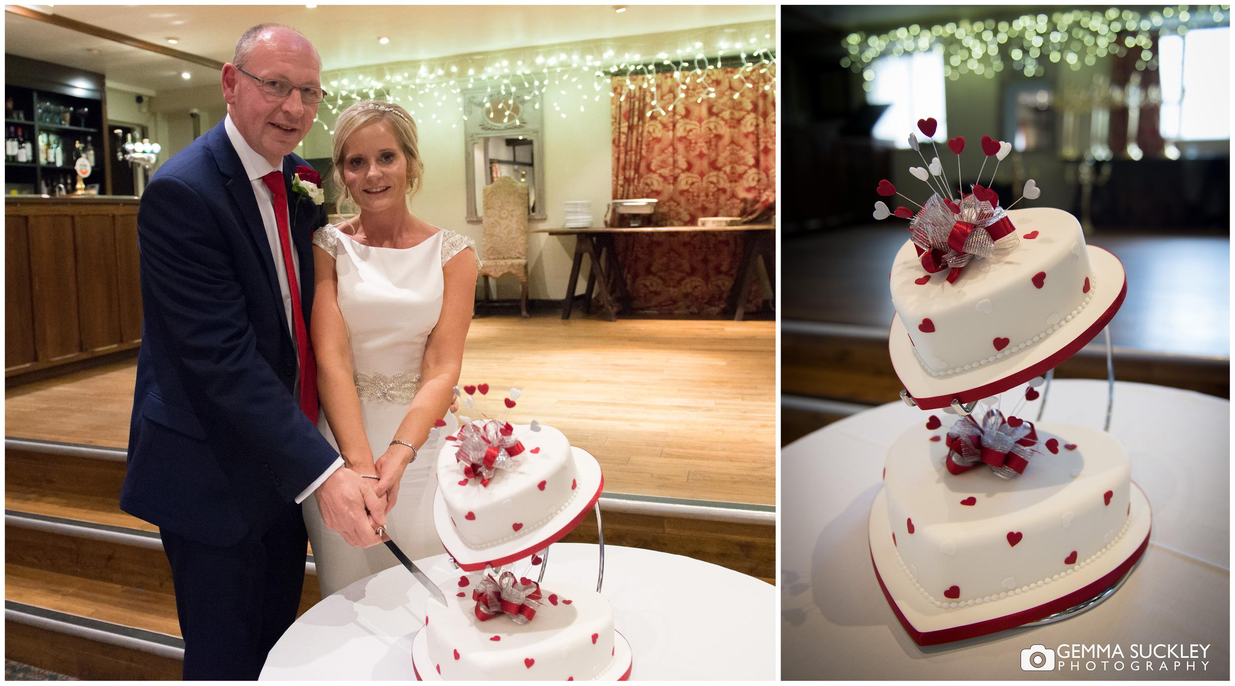 christmas-wedding-cake.jpg
