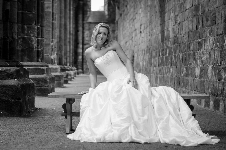 bride photography at kirkstall abbey