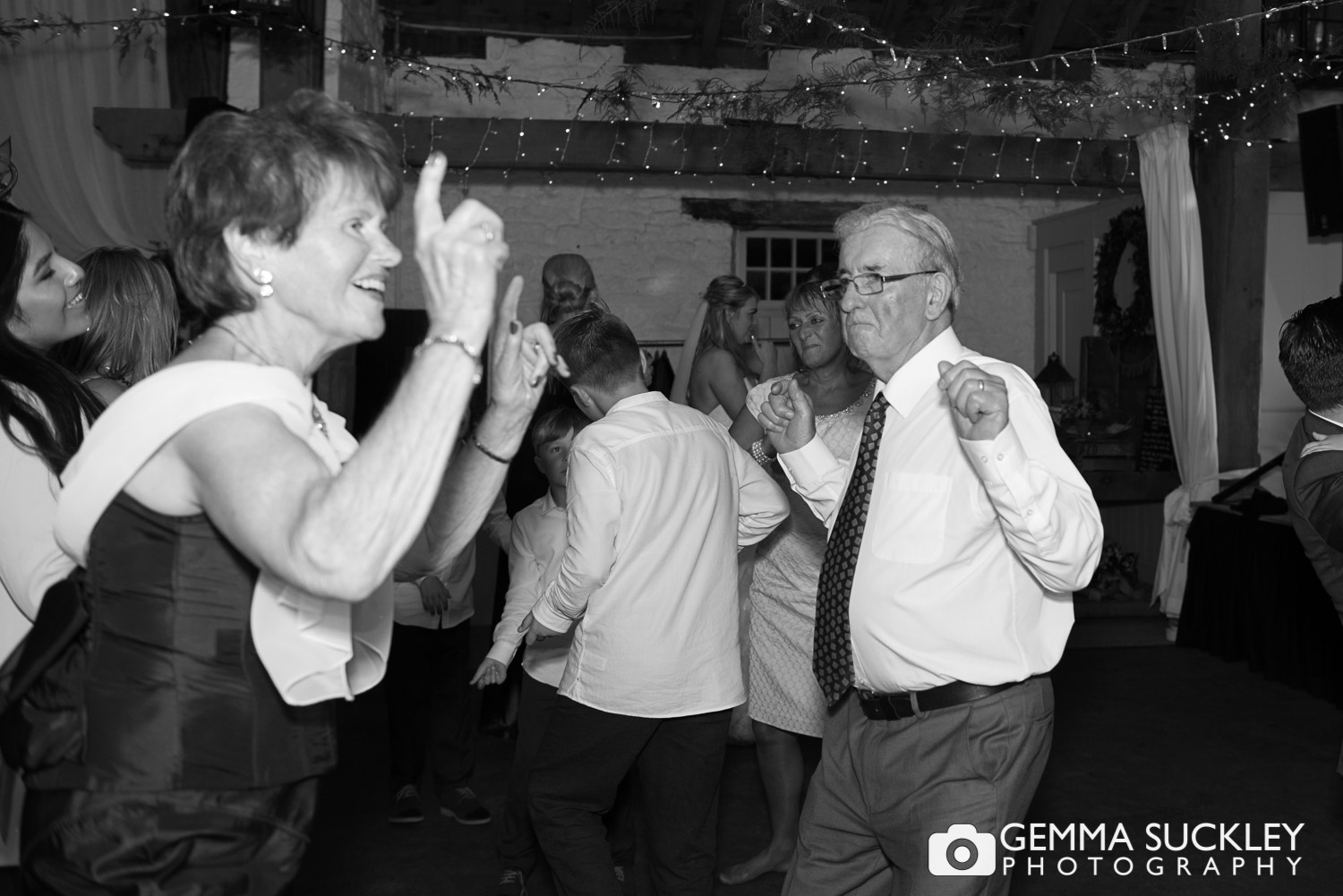east-riddlesden-hall-wedding-party©gemmasuckleyphotography.JPG