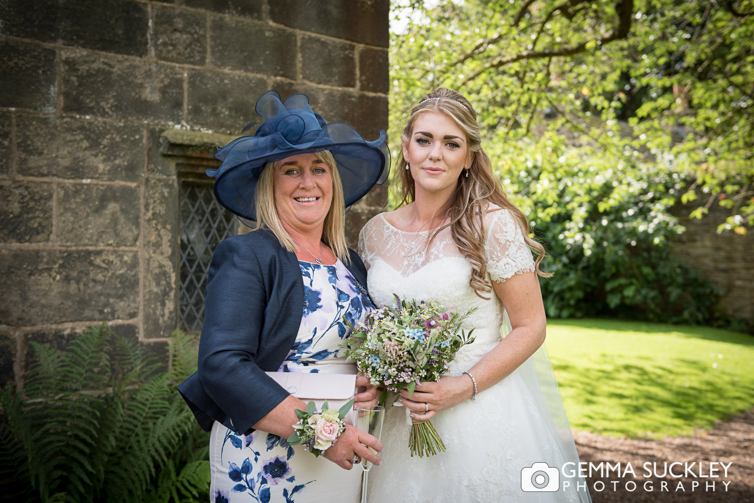 east-riddlesden-hall-bride©gemmasuckleyphotography.JPG