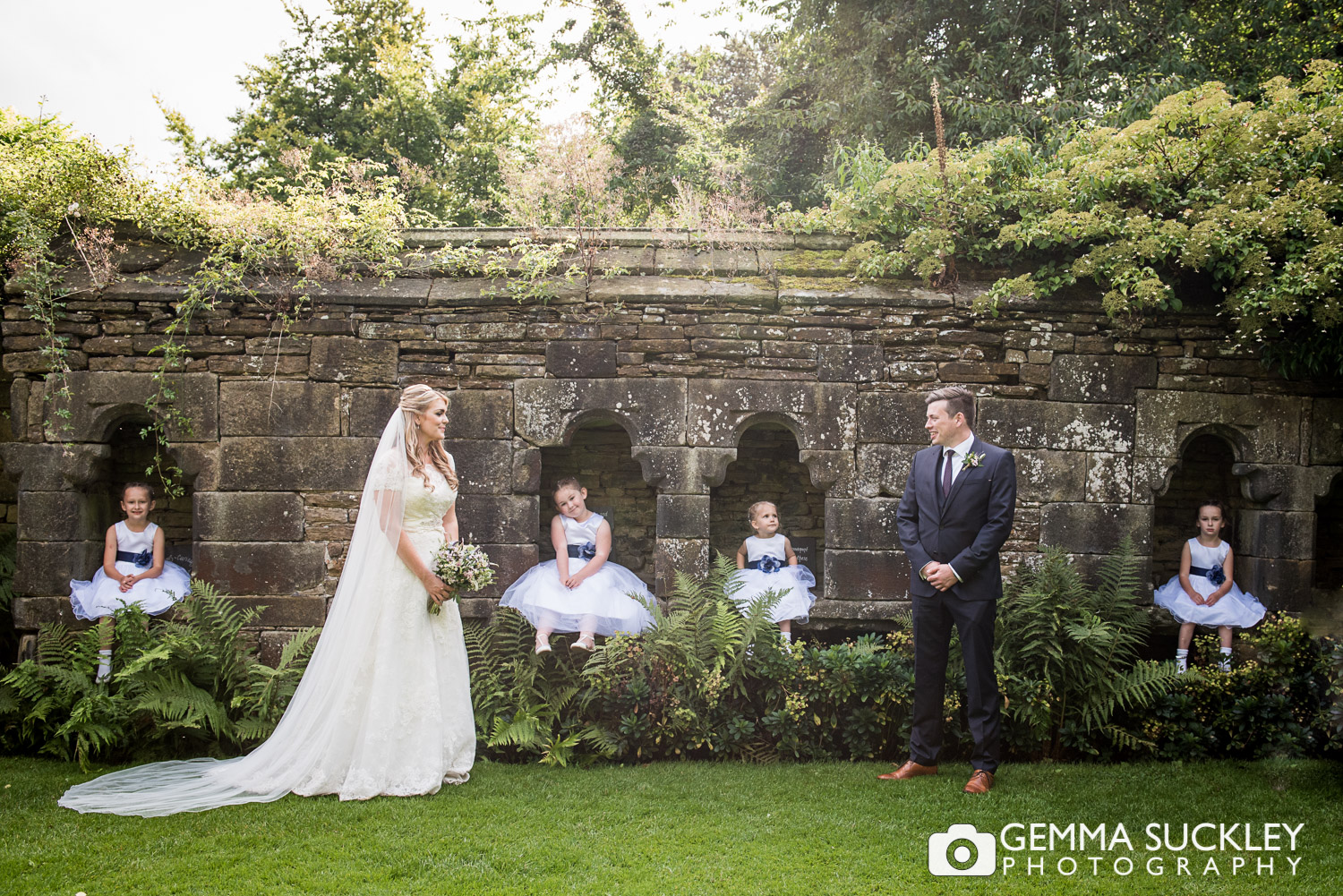 east-riddlesden-hall-weddings-flower-girls-©gemmasuckleyphotography.JPG