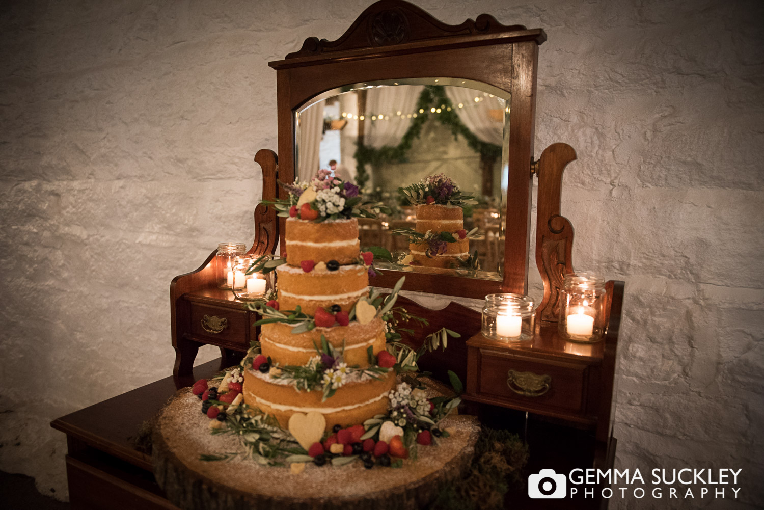 East-riddlesden-hall-wedding-cake.JPG