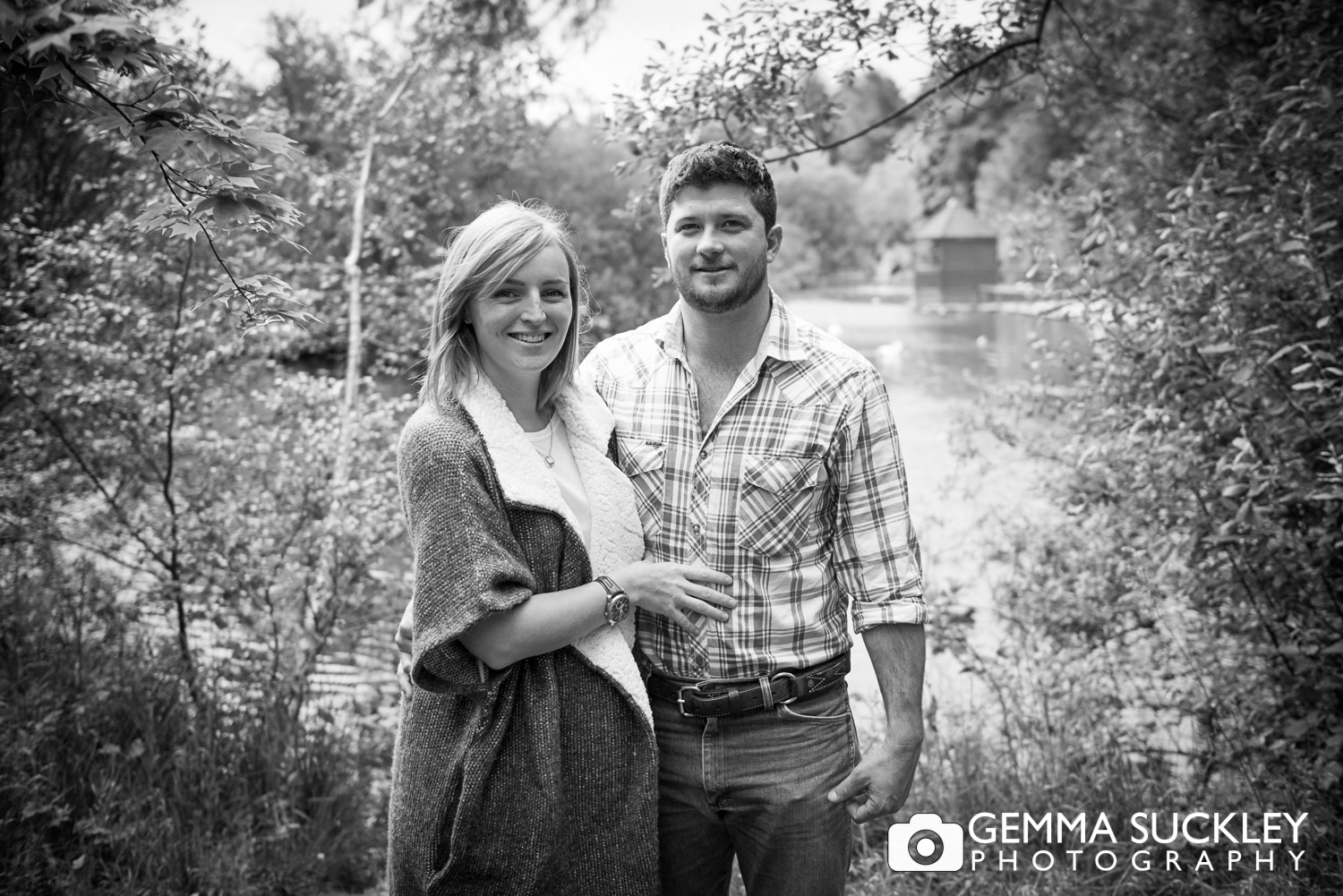 engagement photo shoot with couple smile