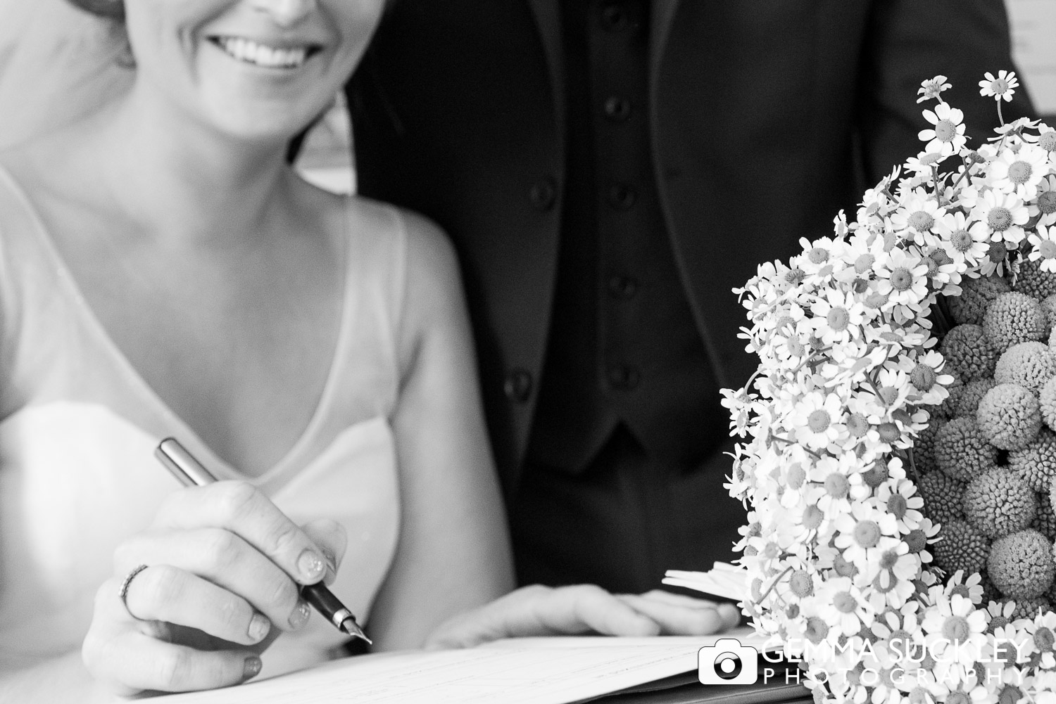bride signing the register in driffield chuch