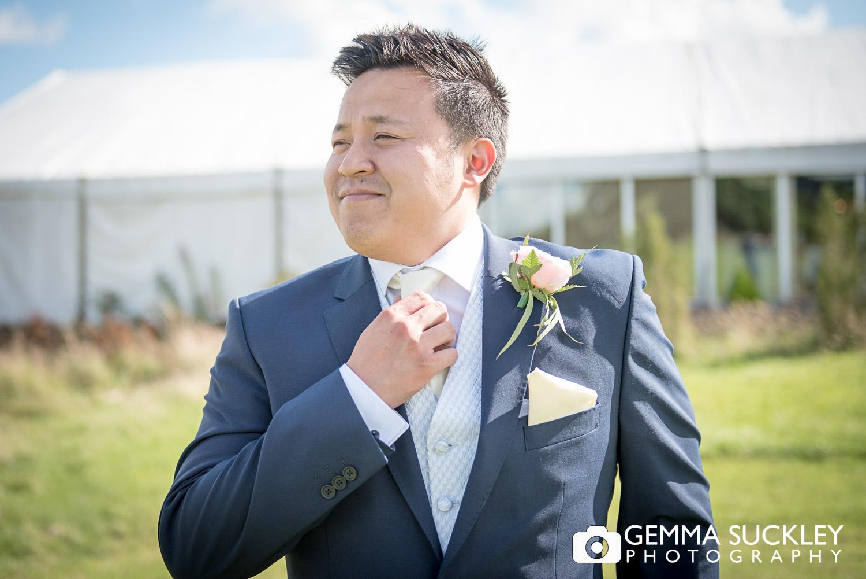 groom-wedding-photography-at-moorlands-inn-halifax.JPG