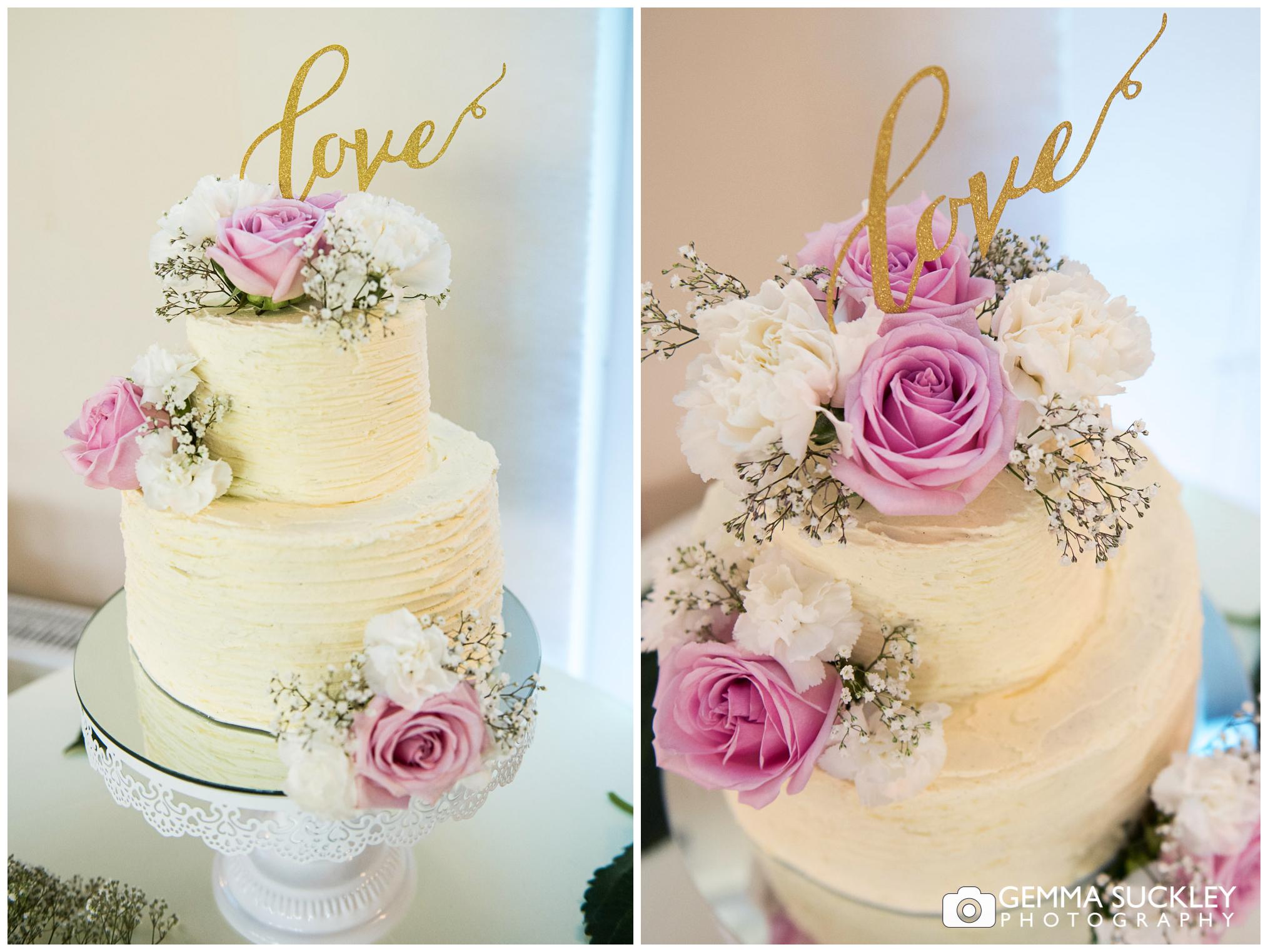 yorkshire-wedding-photographer-wedding-cake.jpg