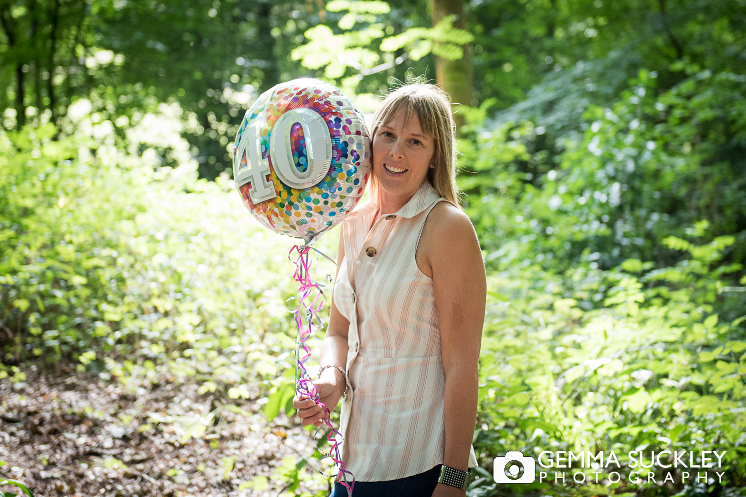 lady smiling with a 40th birthday balloon during a natural lifestyle photo shoot in skipton