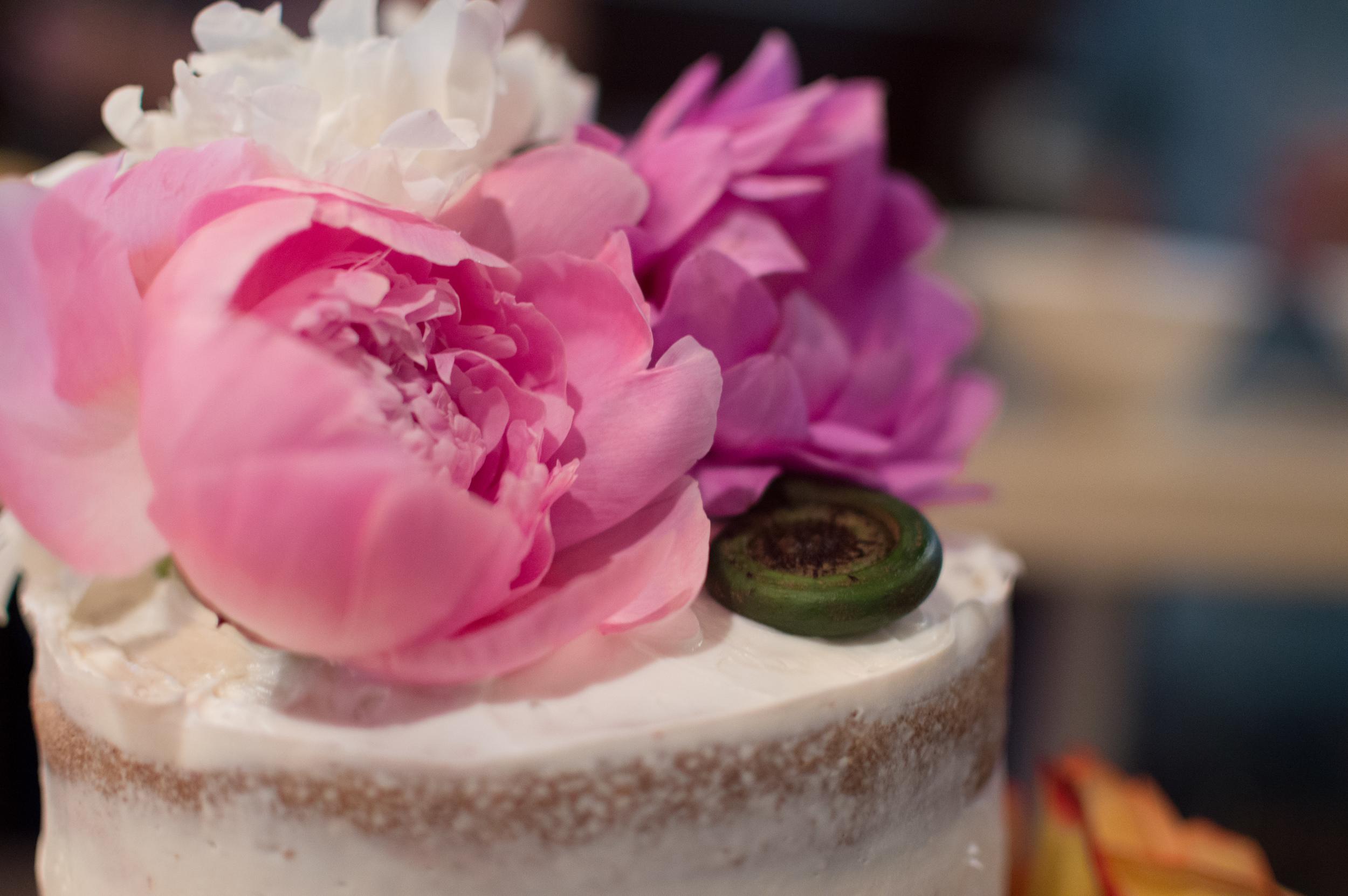 diy wedding reception naked cake topper flowers