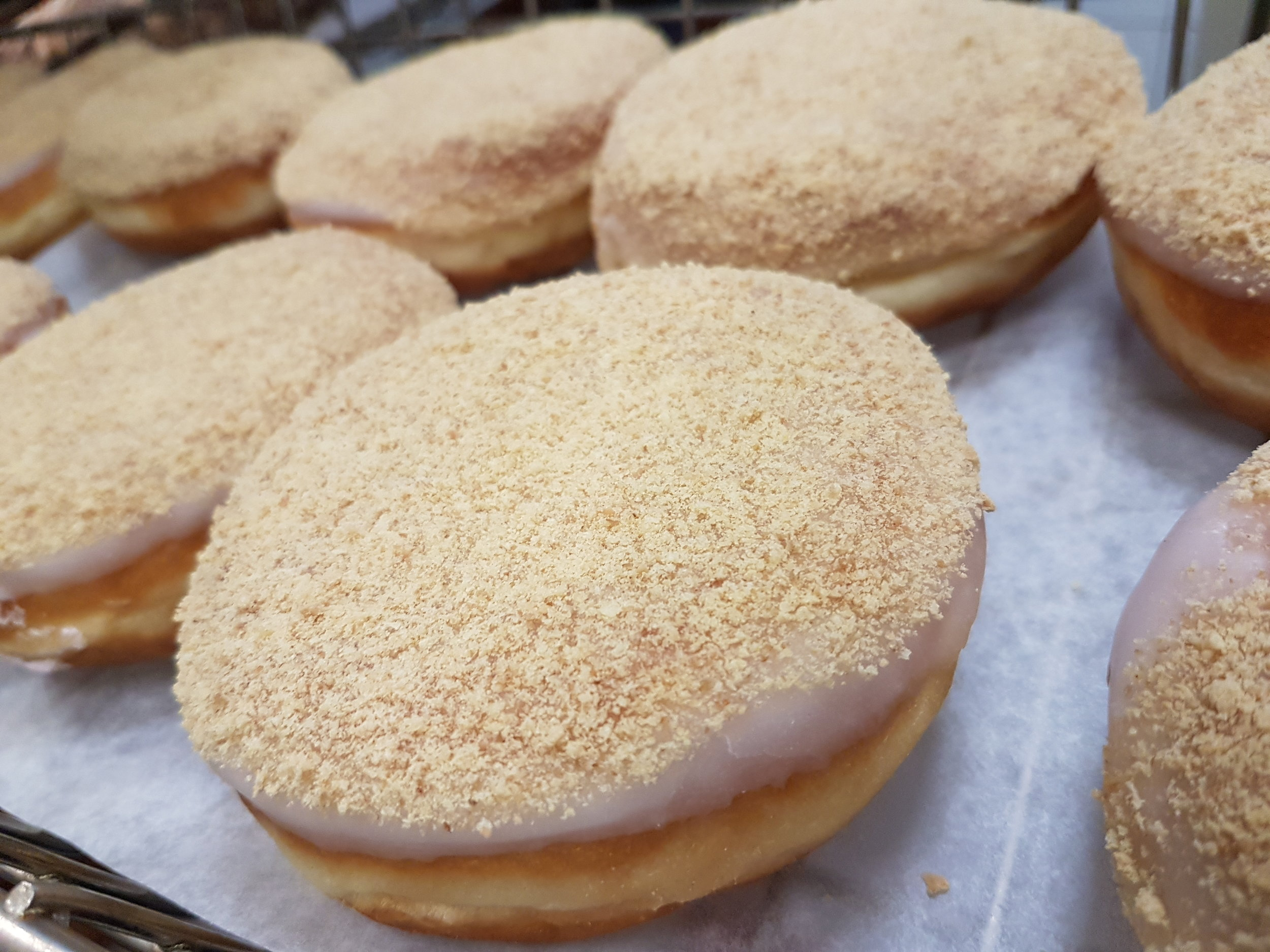 We stuff these yummy donuts with a cheery cheesecake flavoured whipped cream, and then finish them with white fondant and graham crumbs.  Amazingly delicious!