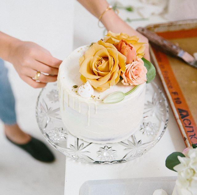 Let me make you a wedding cake. • • • #yyjweddings #yyjweddingcake #yyjbridal #yyjbride #weddings #weddingcake #cake #cakesofinstagram #floralcake #cakedrip