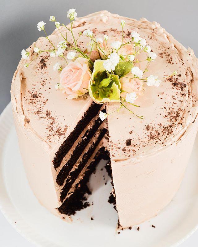 classic chocolate chocolate. • • • #yyjweddings #yyjweddingcake #cakesofinstagram #yyjbridal #yyjweddingcakes #cakes #cake #chocolatecake #chocolate #sliceofcake