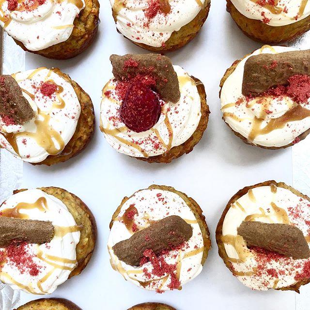 Carrot cake cupcakes with mascarpone icing, salted honey orange caramel, tea biscuits and raspberries. 🙌🏼 • • • #yyjfood #yyjcakes #yyjweddings #cupcakes #carrotcake #yyjbride #yyjbridal #yyjcatering #cake #cakes #teaparty #sweet
