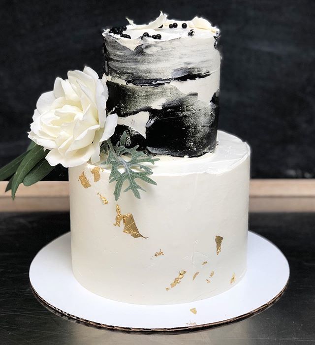 black and white. 🖤 • • • #yyjcakes #yyjfood #yyjweddings #yyjbride #yyjbridal #yyjweddingcake #cake #cakesofinstagram #tieredcake #blackandwhitecake #blackandwhite