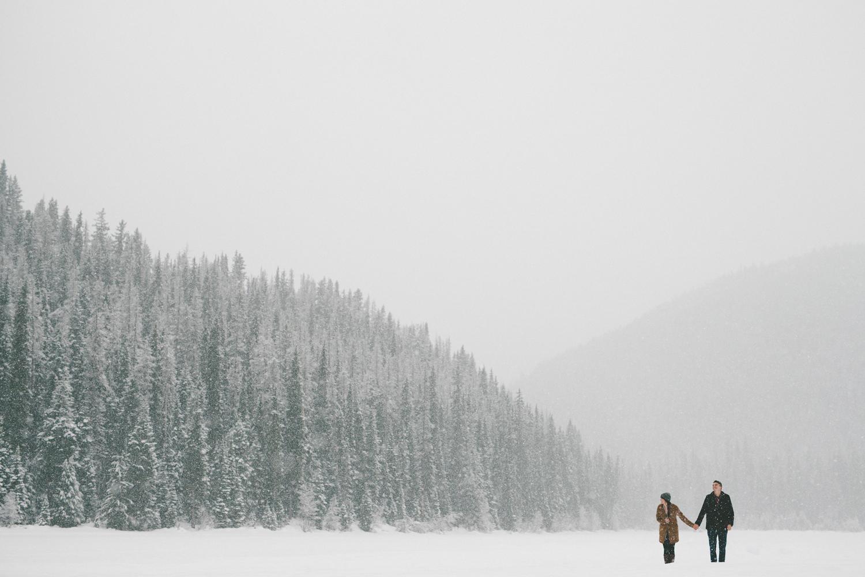 194-264-manning-park-winter-engagement.jpg