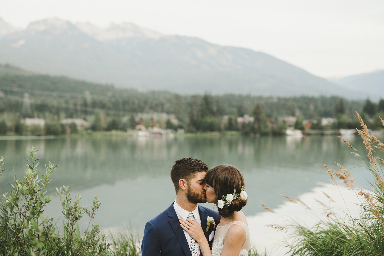 124-edgewater-lodge-destination-wedding.jpg