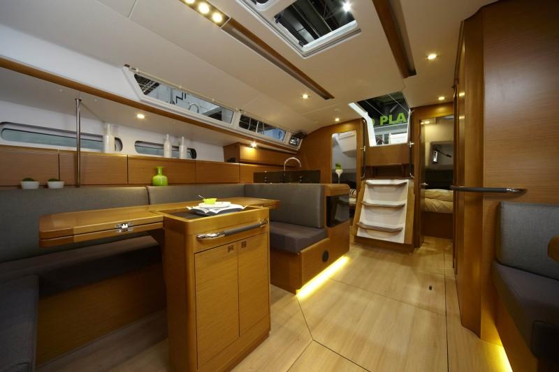 boat-439_interieur_20110202162955.jpg