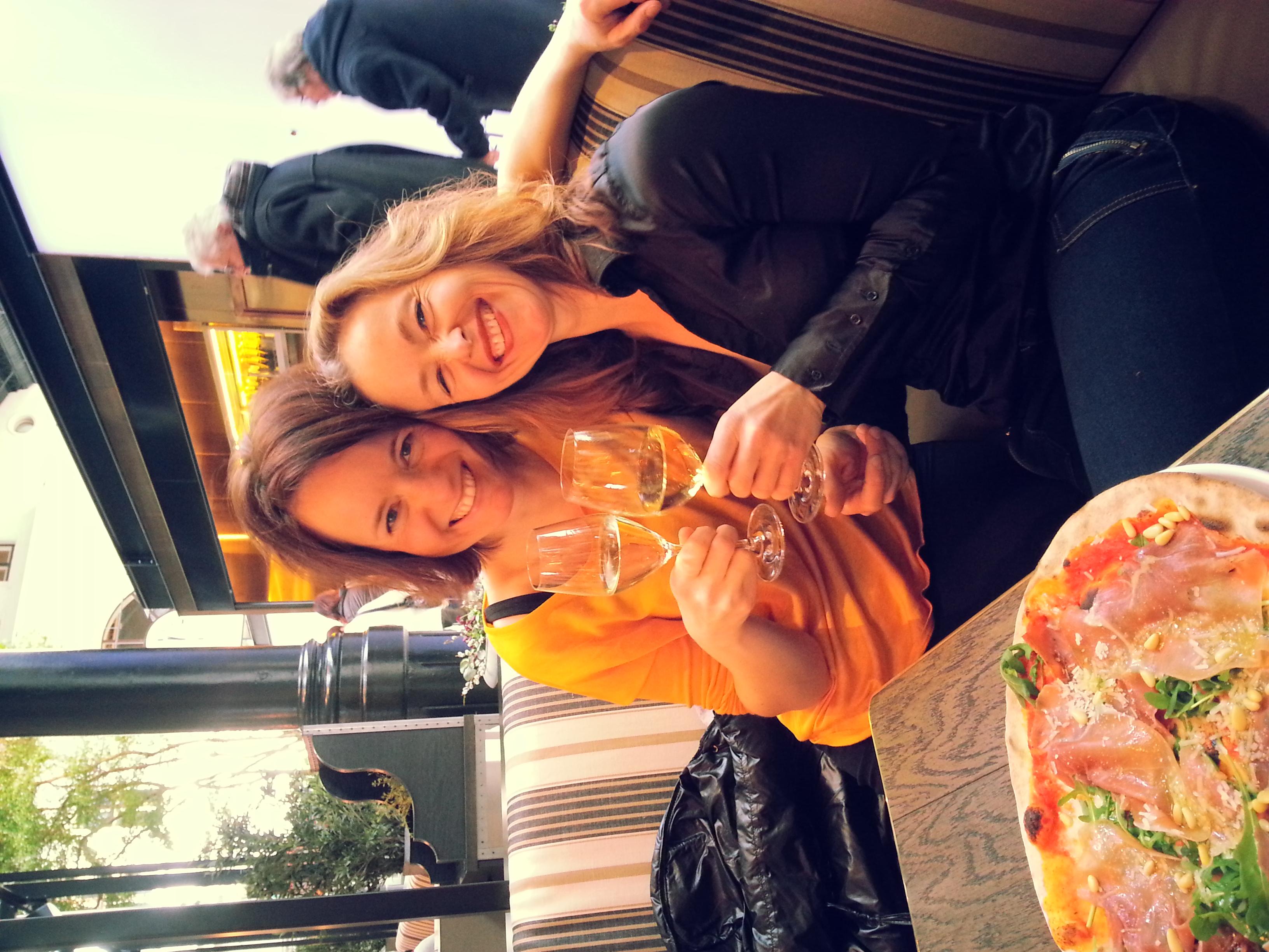 Katrin og jeg feirer våre beståtte eksamener. :-) Nam. :-)