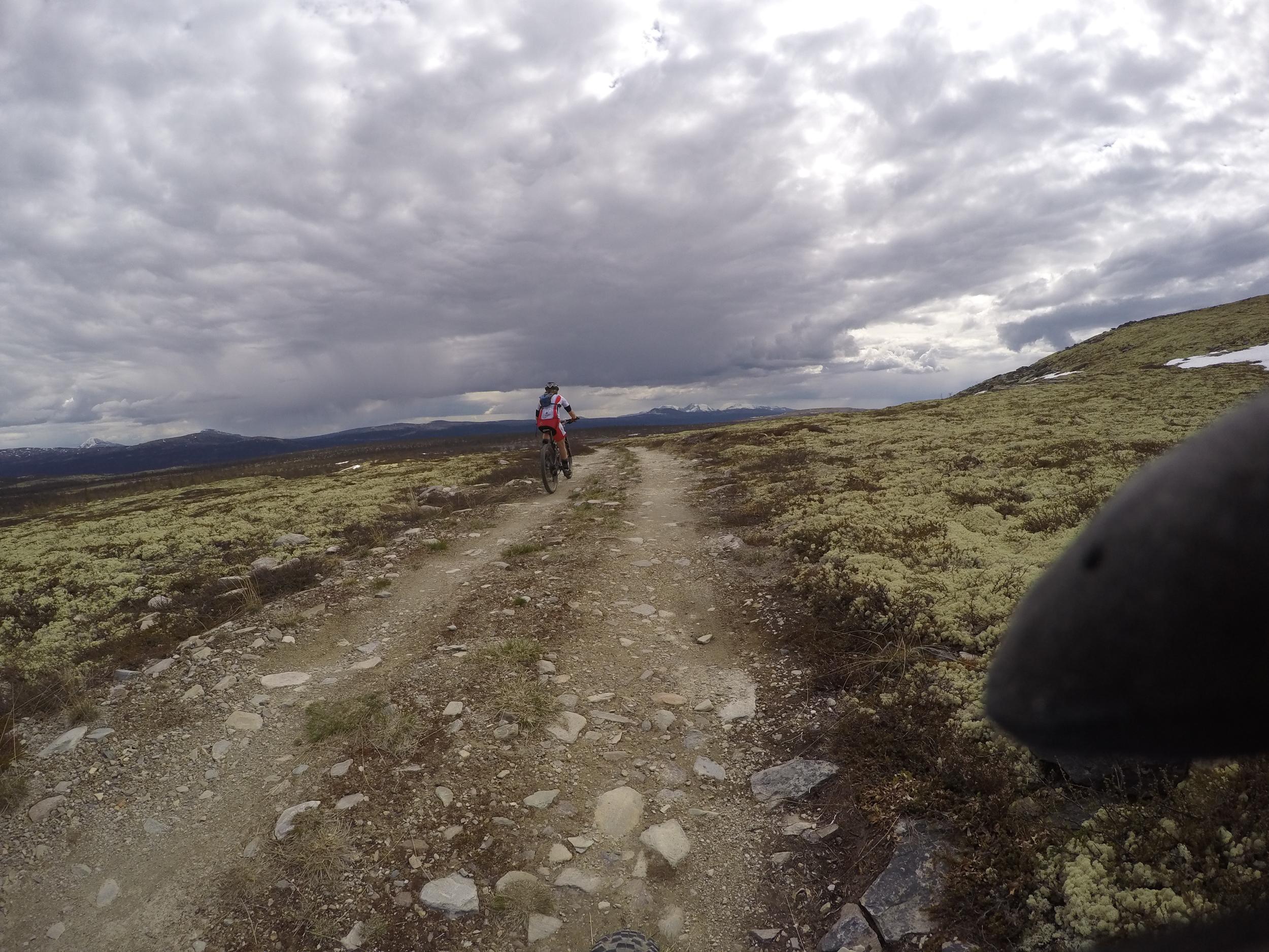 På vei opp mottoppen,1000 meter over havet og snø. :-)