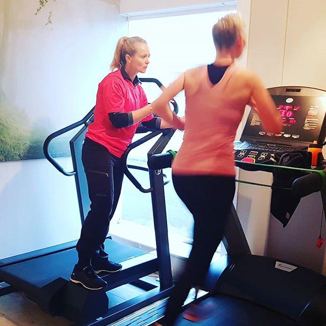 Effektiv løpetrening er også fredagskos 🤗👌🏻🏃♀️🏃♀️ #running #trening #merkes #løpetrening #treningsommerkes #livetskallekes #levsådetmerkes #mål2019