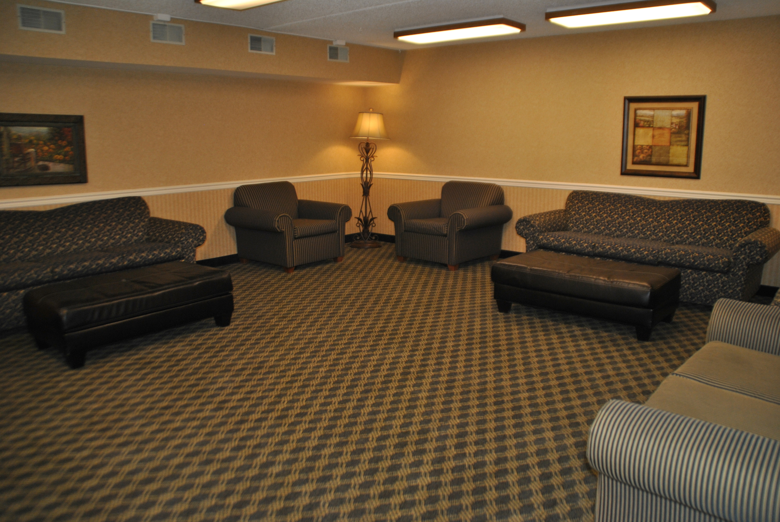 Sycamore Lounge in Riverside Manor