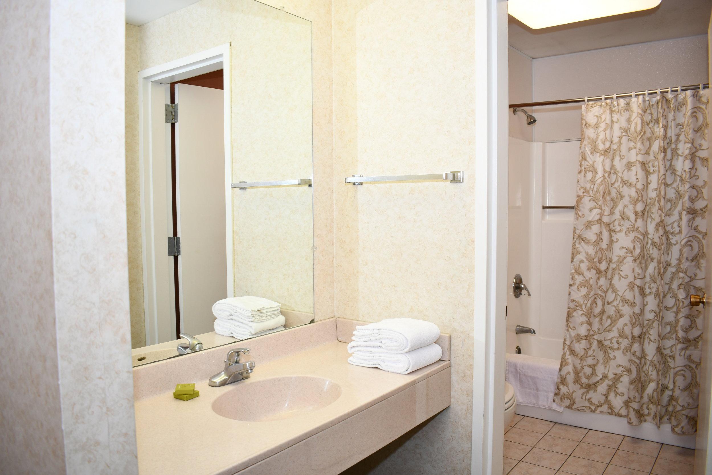 Hillside room bathroom