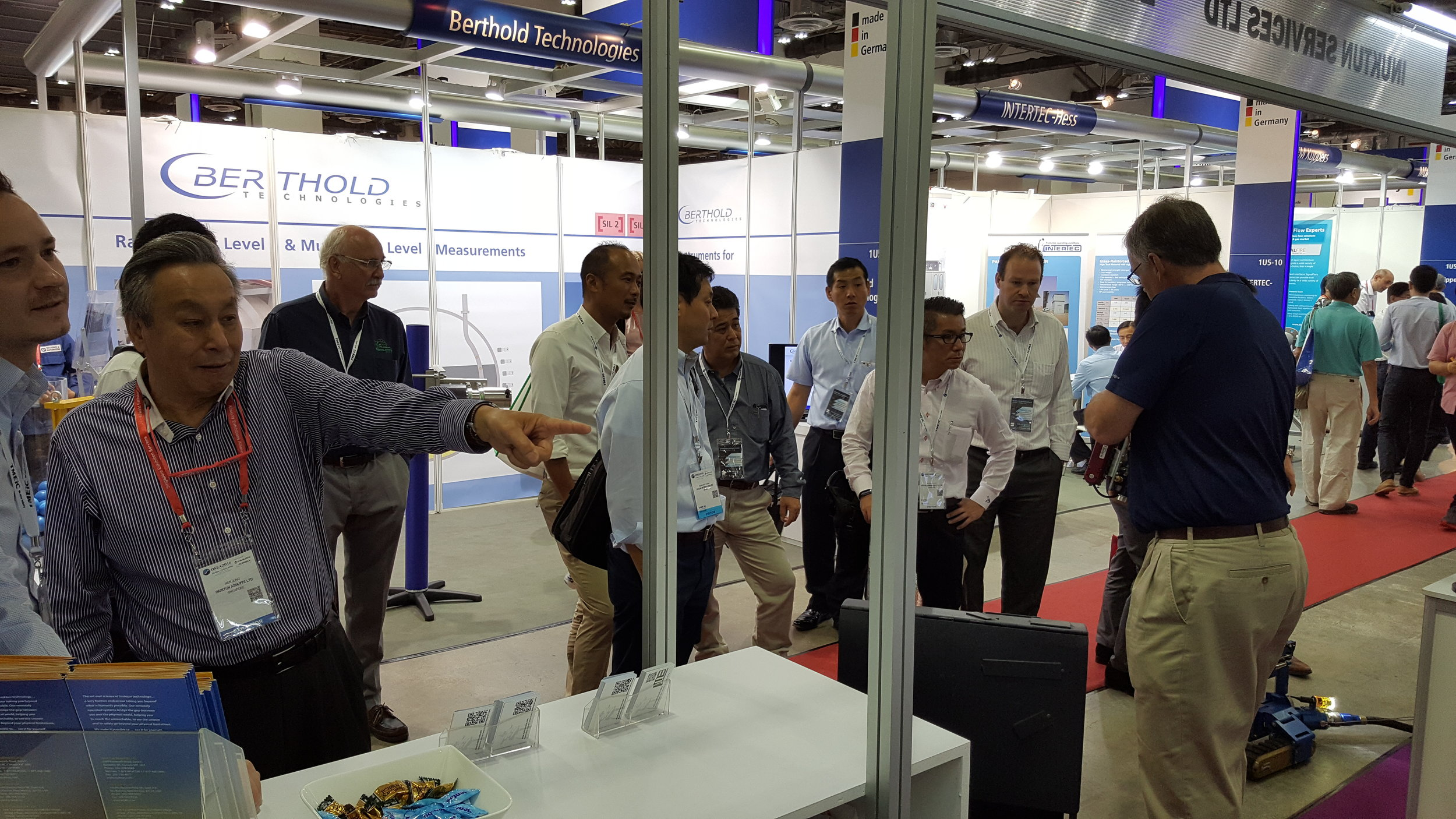 Tradeshow Booth Visitors