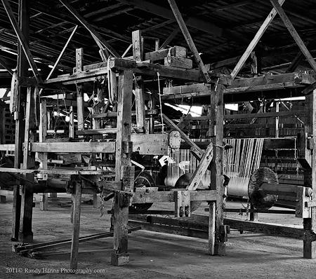 Large Loom  Nikon D3s, 24-70 zoom @ 50mm, ISO 1600, 1/30 sec @ f/6.3