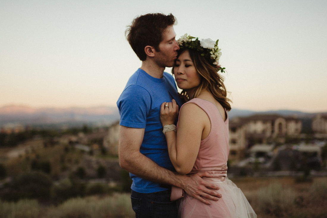 couple hugging each other for their anniversary session