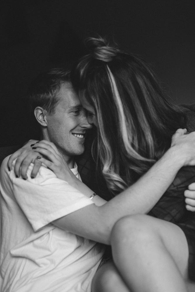 Reno home session couple hugging photo