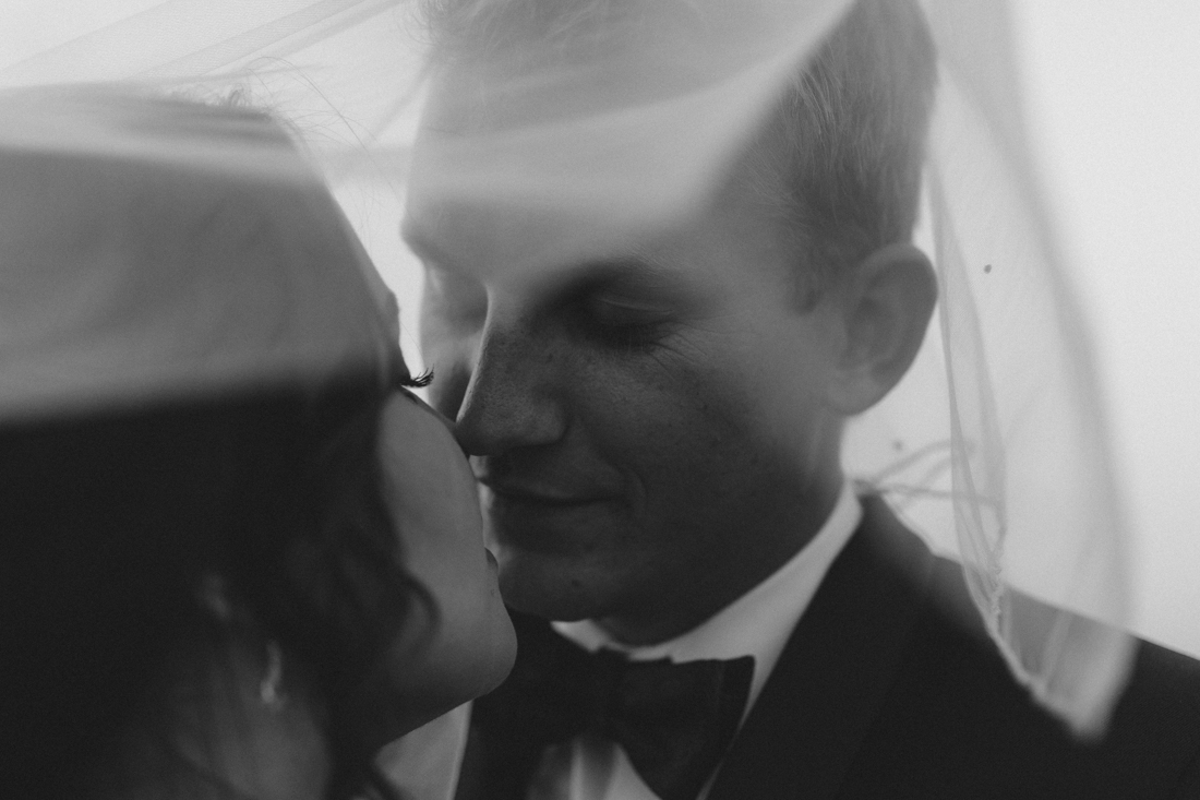 Reno wedding photography of couple going in for a kiss