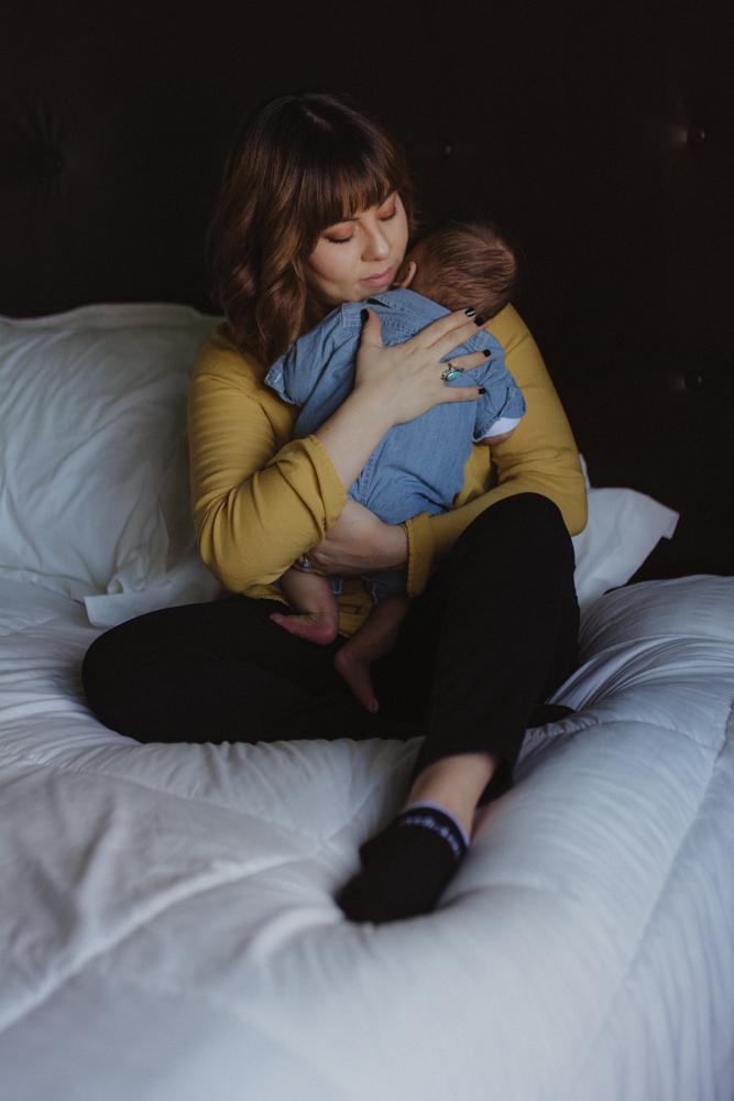 Yerington, Nevada Family session mom holding baby photo