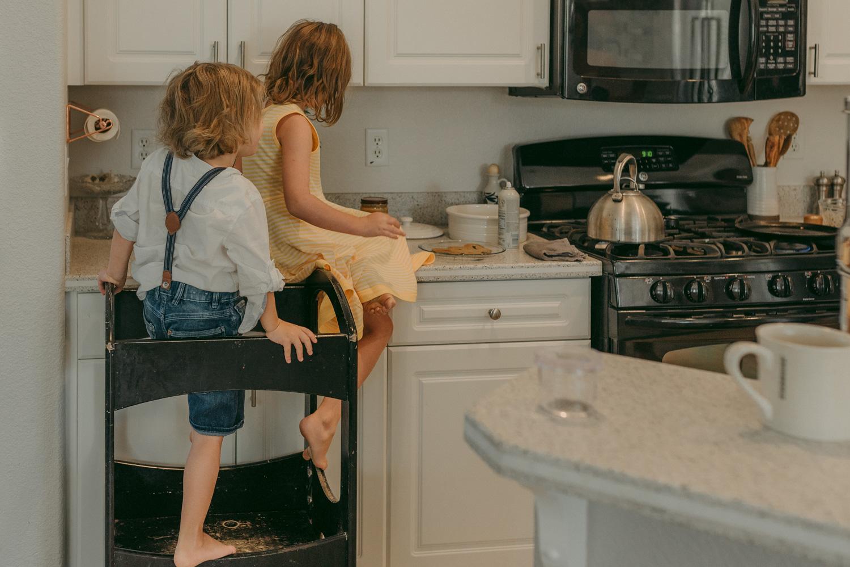 Reno family home session children on the kitchen counter photo