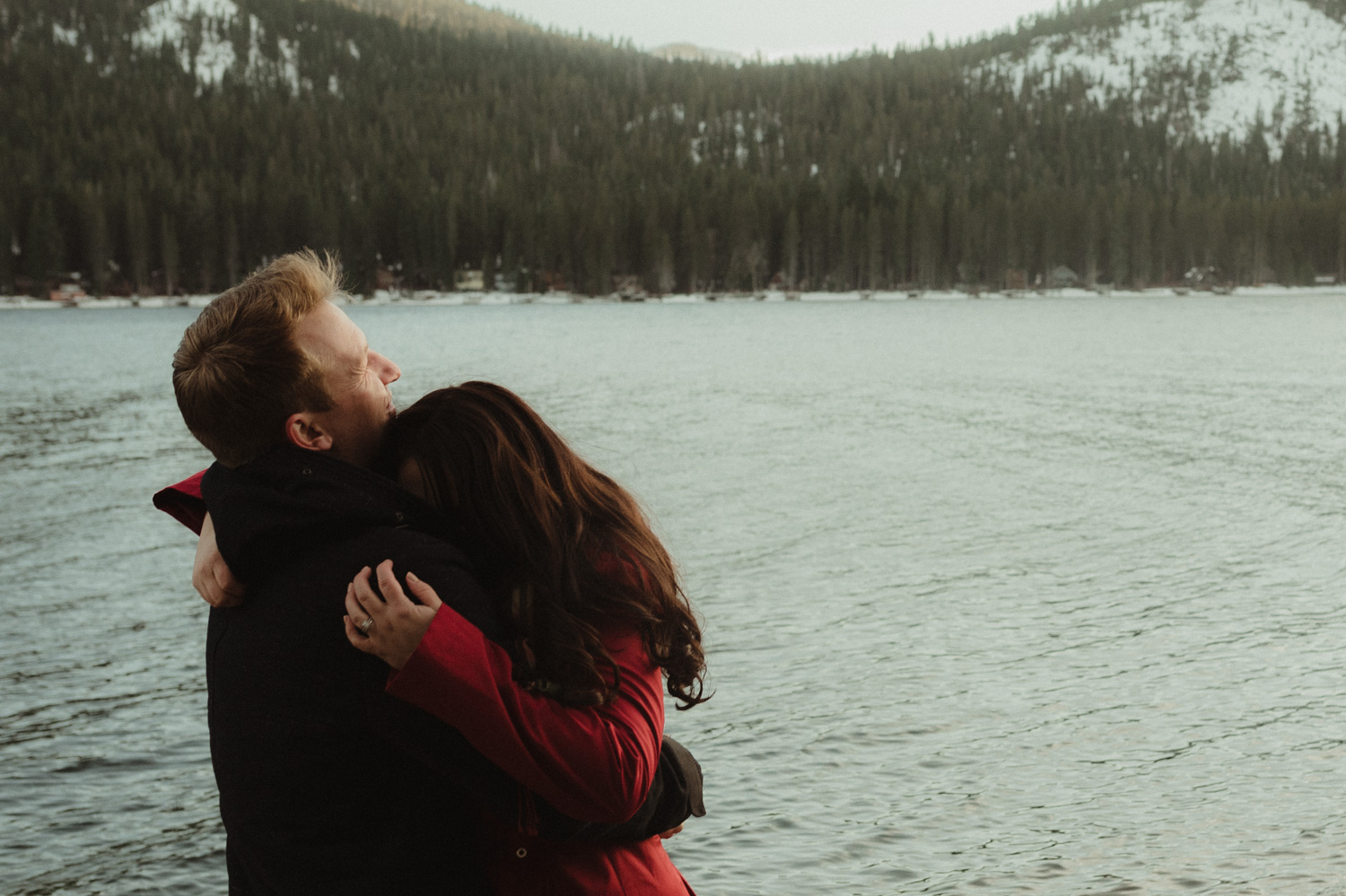 Donner Lake couples session couple hugging by the lake photo