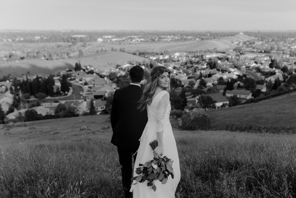 Vacaville Wedding, couples photos on a hill