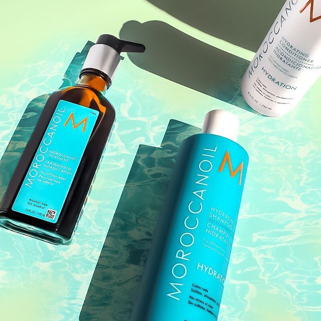 Todays haircare select: @moroccanoil. My main love for these products are that they are all infused with nourishing antioxidant-rich argan oil. . A standout to me is their original treatment oil. I have very dry/frizzy/wavy hair and this is definitely a game changer in transforming it to becoming more shiny, smooth, less-frizzy & manageable. Doesn't leave my hair oily, smells so luxe, a little goes a long way & it speeds up blow-dry time. #ArganEveryDay . . Have you tried this brand? Let me know your hair fav's below. . . . *kindly gifted