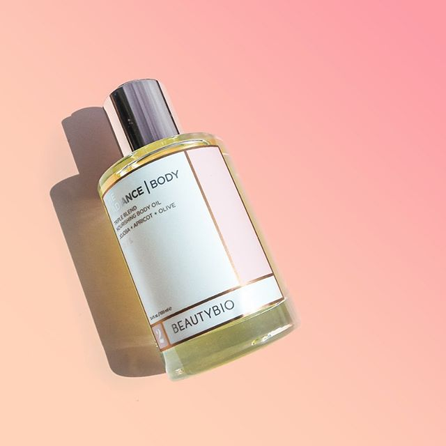 Radiance Body Oil @beautybio. A dry oil that is quick-drying & gives you that nourishing GLOW. Hydrating but not too greasy. Triple blend of oils✨: Jojoba, Apricot, Olive. . . Really lovely product & packaging (large applicator w/ push button). I like mixing it in with my body lotion after shower. #FeedYourSkin #BeautyBioBody . . . . . kindly gifted