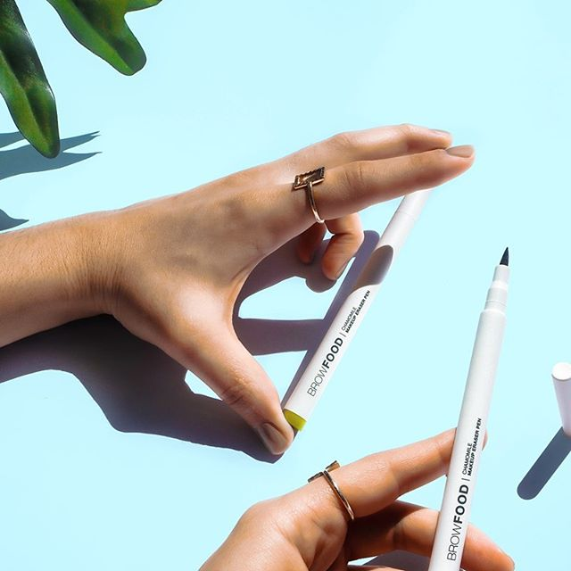 Chamomile Makeup Eraser Pen @lashfood. Quick fix for any lip, eyebrow or eye smudges. (good on waterproof formulas too) Really handy tool for that perfect cat eye look. A new must-have I never thought I needed! #cleanbeauty #lashfood · · · · *kindly gifted.