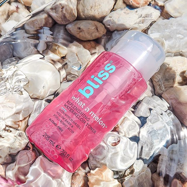 Hydration toner 💦🍉@bliss.  Watermelon extract, hyaluronic acid, willow bark, witch hazel & alcohol free.  Enjoying so far as a morning step & love the top dispenser. (only con - personally not a fan of the smell but it doesn't linger too long once applied so not a hinderance)  #ThisIsBliss . . . . . *kindly gifted.