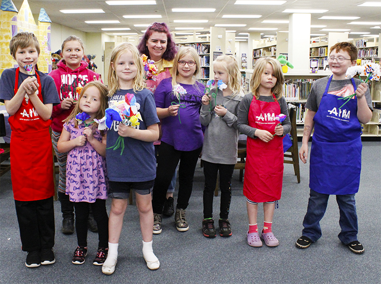EVA PEAK , UW-STOUT EARLY CHILDHOOD EDUCATION INTERNSHIP: PAINT Saturdays - K-5 Art Classes, UW-Stout Library